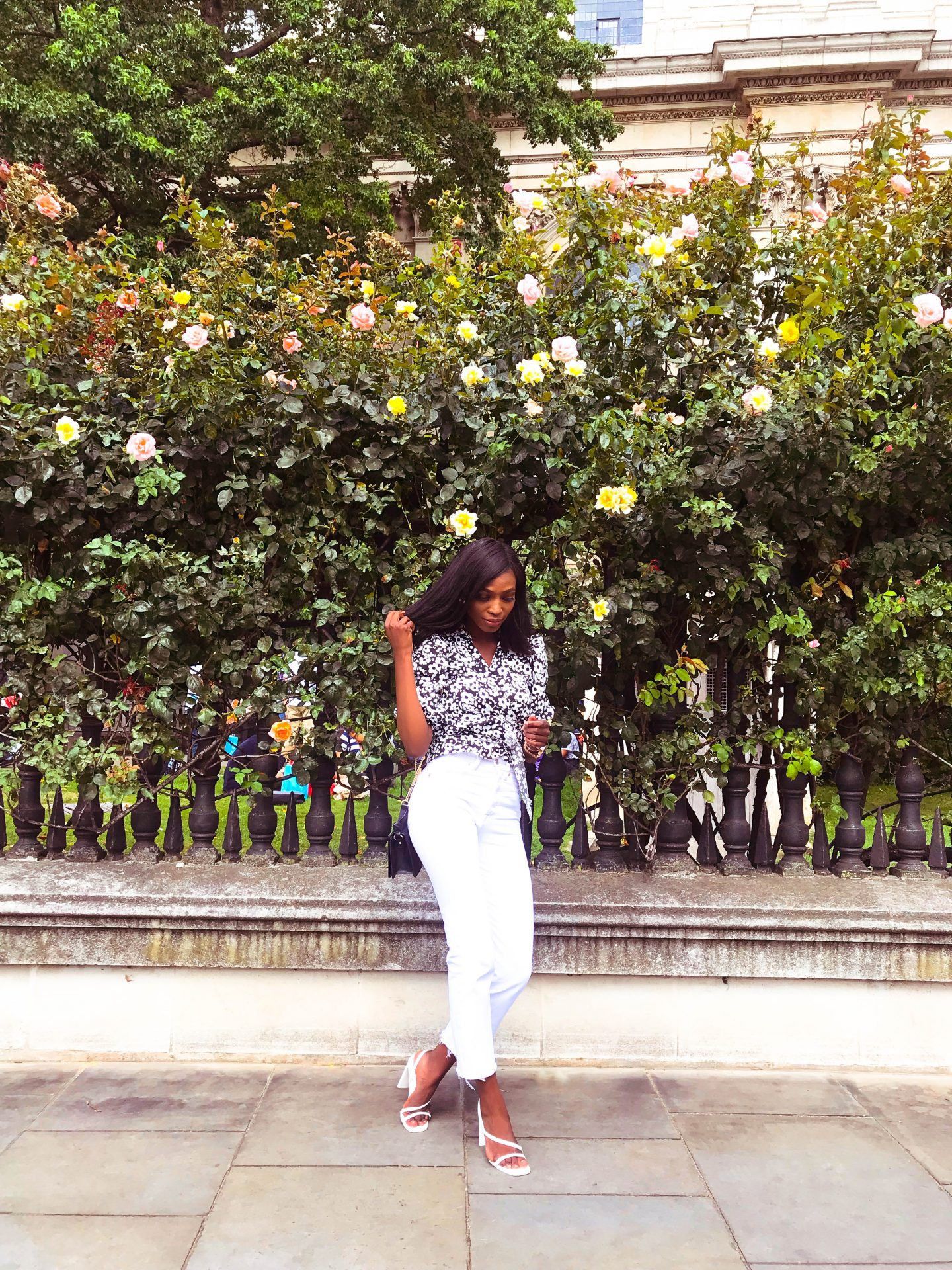 A POPLIN BLOUSE AND WHITE JEANS