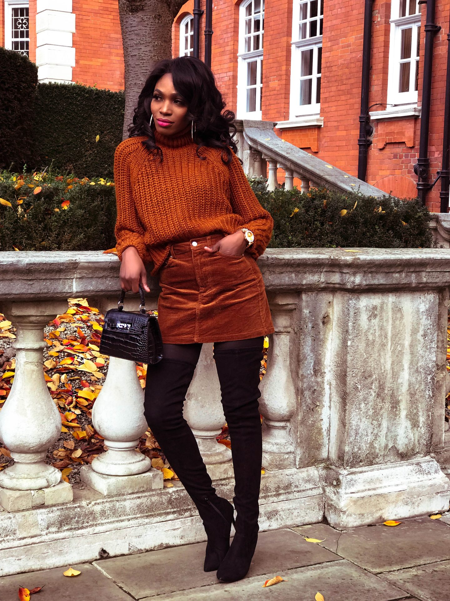 HOW TO WEAR A SHORT SKIRT IN WINTER